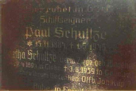 Grabplatte Paul Schultze. Foto 1998