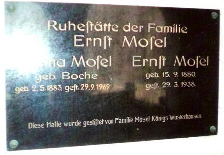 Gedenktafel an der Neuendorfer Kapelle